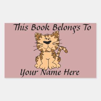 Placa de identificación linda del libro del gato pegatina rectangular