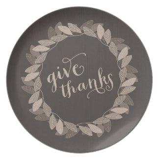 Placa de la acción de gracias de la guirnalda el | plato de cena