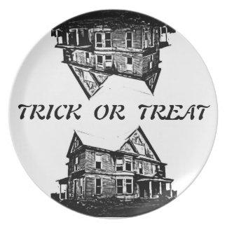 Placa de la casa encantada del truco o de la invit plato de cena