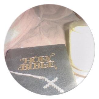 Placa de la cruz de la vela de la biblia plato