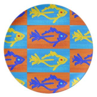 Placa de la raza de los pescados plato de comida