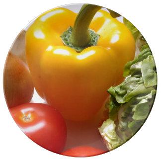 Placa de las verduras frescas platos de cerámica