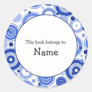 Placa de libro con diseño retro azul pegatina redonda