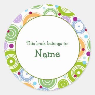 Placa de libro con el diseño retro - pegatina redonda