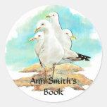 Placa de libro de la playa y de la gaviota a etiqueta redonda