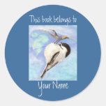 Placa de libro del Chickadee de la acuarela Etiqueta Redonda