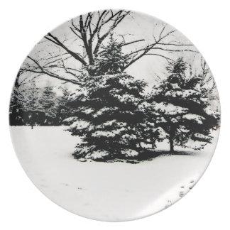 Placa de los árboles del invierno platos de comidas