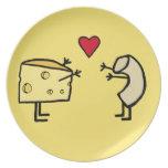Placa de los macarrones con queso plato de comida