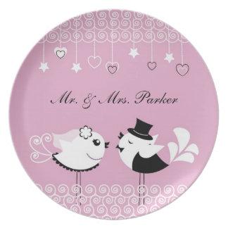 Placa de los pájaros de novia y del novio del boda platos