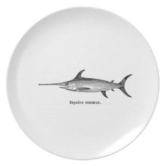 Placa de los peces espadas plato de cena