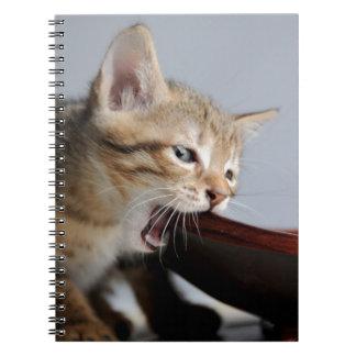 Placa de madera penetrante del gatito cuaderno