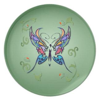 Placa de mariposa brillante plato de comida