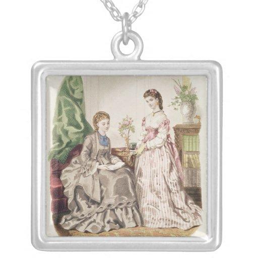 Placa de moda que muestra ballgowns joyeria personalizada