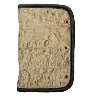 """Placa de oro con la """"breve"""" inscripción de Etrusca Planificadores"""