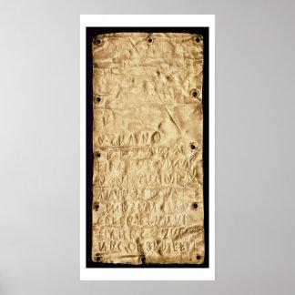 """Placa de oro con la """"breve"""" inscripción de Etrusca Póster"""