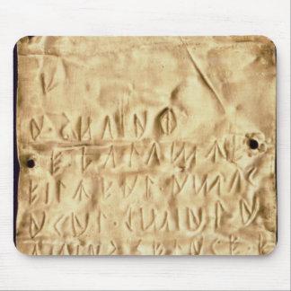 Placa de oro con la breve inscripción de Etrusca Tapete De Raton