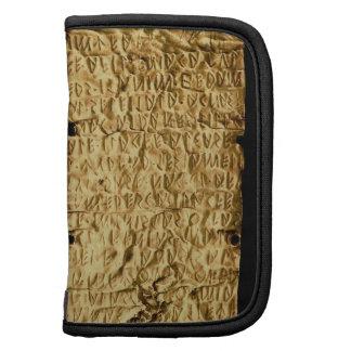"""Placa de oro con la inscripción """"muy larga"""" de Etr Planificadores"""
