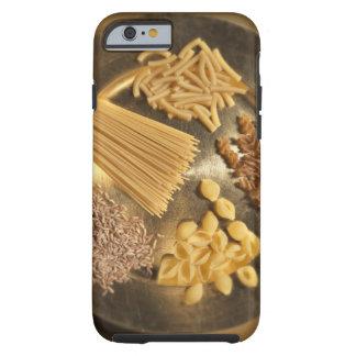Placa de oro con las pastas y los granos del trigo funda resistente iPhone 6