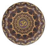 Placa de oro del símbolo de la armadura del fracta plato de comida