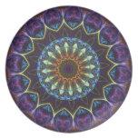 Placa decorativa del caleidoscopio floral violeta plato