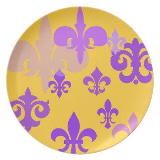Placa decorativa del oro y de la flor de lis púrpu plato de cena