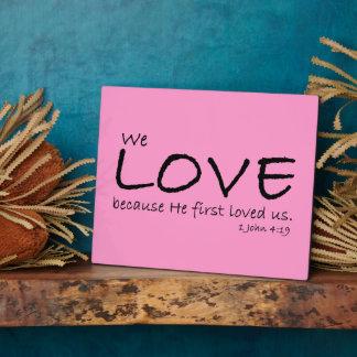 Placa del amor (1 4:19 de Juan)