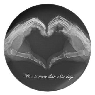 Placa del amor del corazón de la radiografía plato de comida