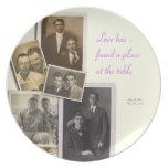 Placa del aniversario de boda con los retratos del platos de comidas
