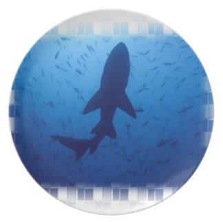 Placa del ataque del tiburón platos para fiestas