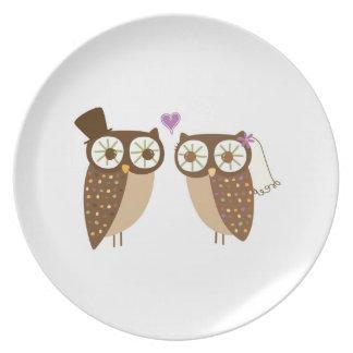 Placa del boda del búho de novia y del novio platos para fiestas