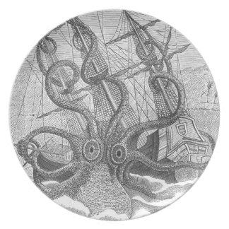 placa del calamari de la talla (kraken) plato de comida