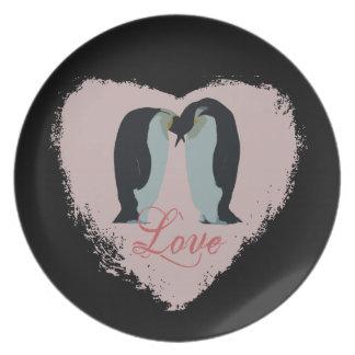 Placa del corazón del amor del pingüino plato de comida
