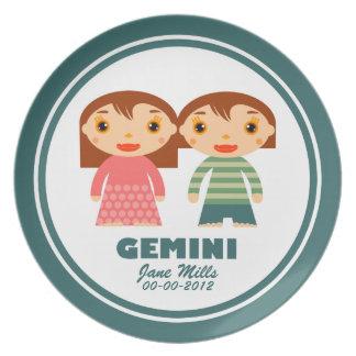 Placa del cumpleaños del zodiaco de los géminis platos para fiestas