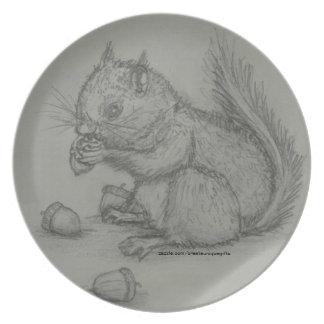 Placa del dibujo de lápiz de la ardilla platos de comidas