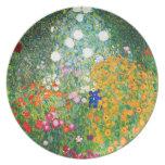 Placa del jardín de flores de Gustavo Klimt Plato Para Fiesta