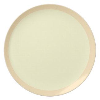 Placa del melocotón y de la crema plato de cena