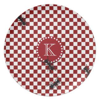Placa del monograma de las hormigas de la comida c platos