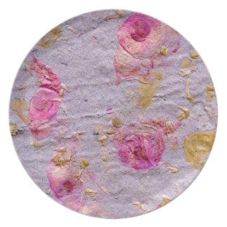Placa del pétalo color de rosa plato de cena