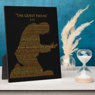 """Placa del poema """"de la pensión"""" de Rumi"""