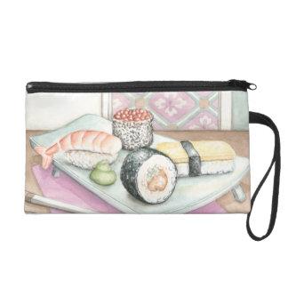 Placa del sushi clasificado con los palillos