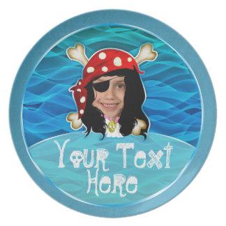 Placa del tema del cumpleaños del chica del pirata platos para fiestas