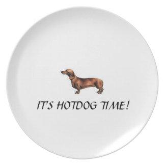 """Placa divertida del Dachshund """"es tiempo del perri Platos Para Fiestas"""