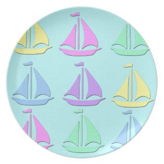 Placa en colores pastel del modelo del barco de plato de comida