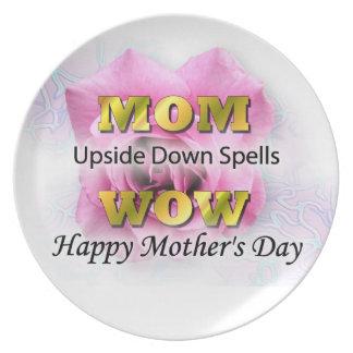 Placa feliz del día de madre platos de comidas