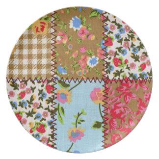 Placa floral linda del modelo del remiendo plato