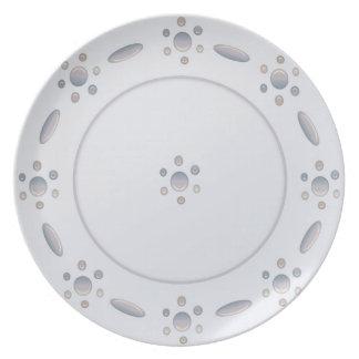 Placa gris pálida del punto plato de cena