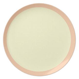 Placa profunda del melocotón y de la crema plato