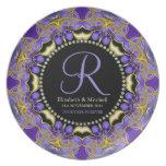 Placa púrpura del regalo de boda del monograma del plato