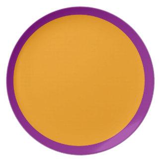 Placa púrpura y anaranjada platos de comidas