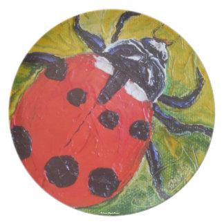 Placa roja de la mariquita platos